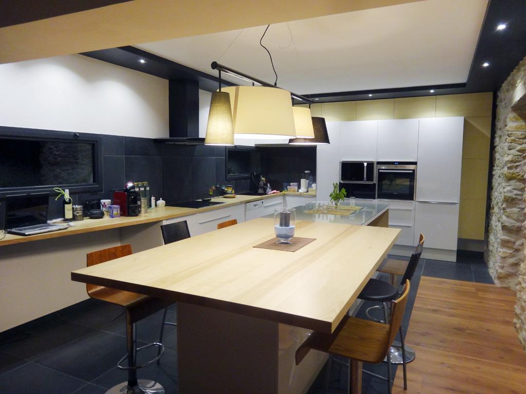 Cuisine laque et frêne - iD linea - architecte d\'intérieur à Alès